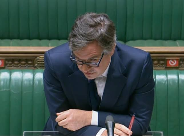 uk govt sorry after top secret files left at bus stop